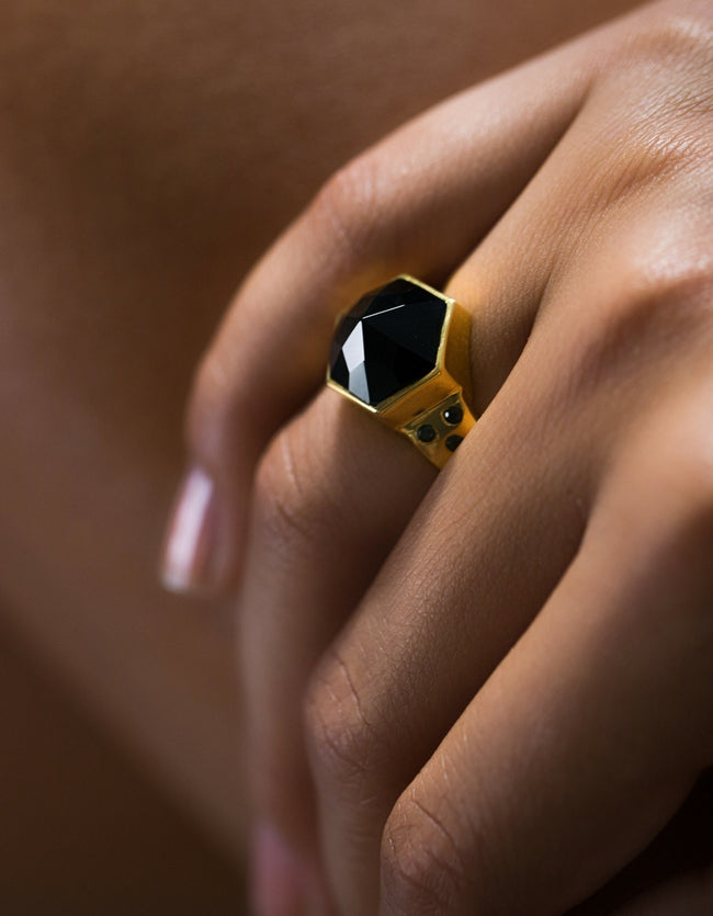 onyx, onyx ring, gold onyx ring, gold ring, jacinda ring, nz design, cathy pope jewellery