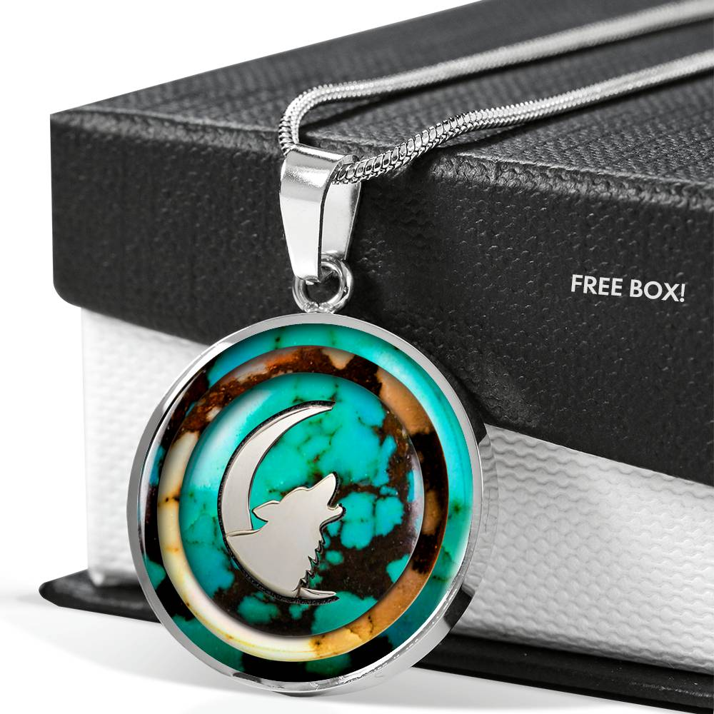 Turquoise Howling Wolf Round Luxury Necklace