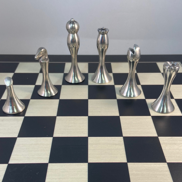 CHESS SET MADE OF PEWTER. DARK AND SILVER SIDES. ÉTAIN ZINN PELTRO