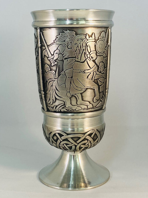 CUCHULAIN AND FERDIA GOBLET MADE OF PEWTER METAL WITH SOFT SILVER FINISH. ÉTAIN HARTZINN PELTRO