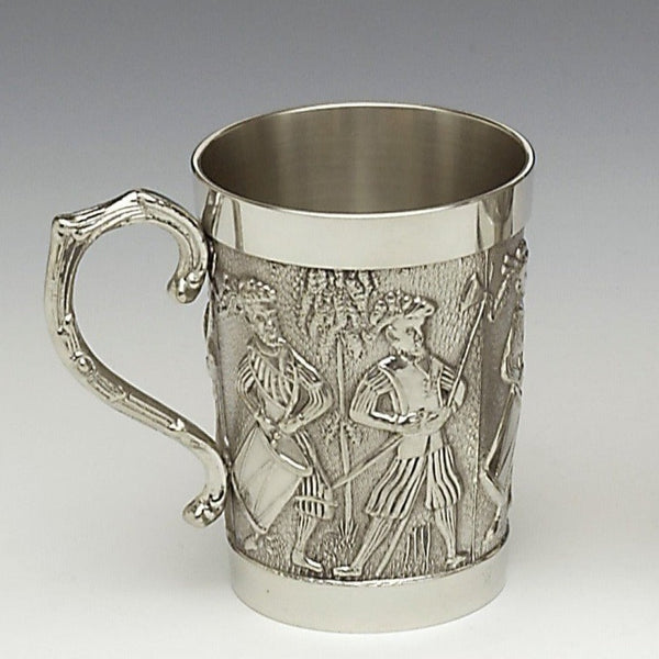 THE FIGHTING IRISH TANKARD TELLS THE STORY OF THE O'NEILLS AND O'DONNELLS OF ULSTER IN IRELAND. THE TANKARD HOLDS A HALF PINT AND HAS A DECORATED HANDLE. THE TANKARD IS CAST IN A STEEL MOULD AND HAND TURNED OUTSIDE AND INSIDE. PEWTER ZINN ÉTAIN HARTZINN PELTRO
