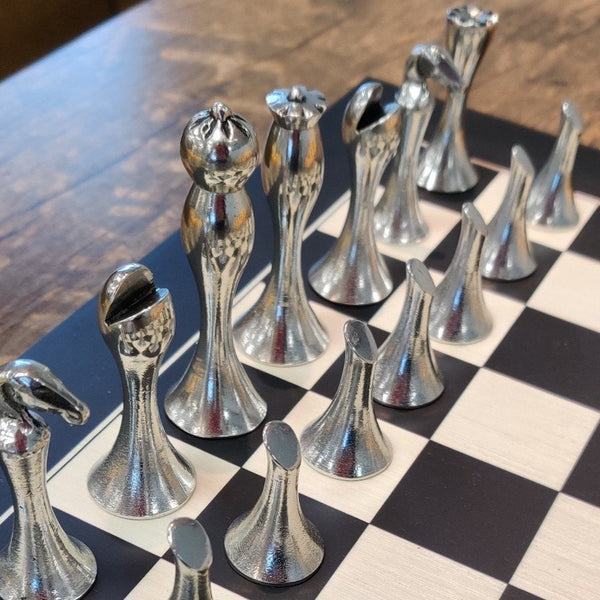 contemporary pewter chess set. made of pewter metal with dark and silver sides. ÉTAIN ZINN PELTRO PEWTER