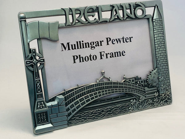 FRAME WITH SOME OF IRELANDS MOST FAMOUS LANDMARKS