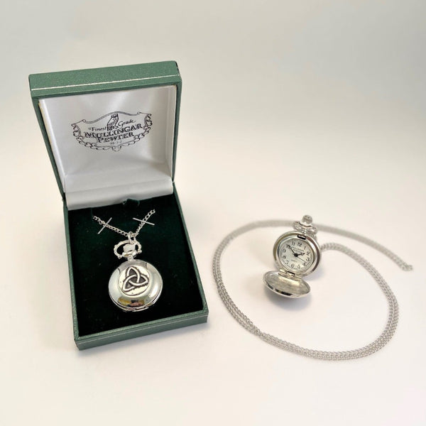 LADIES PENDENT WATCH WITH THE TRINITY KNOT. THE SYMBOL IS WELL KNOWN THROUGHOUT THE CELTIC WORLD. THE KNOT REPRESENTS  ETERNAL LIFE. PEWTER SILVER ZINN ÉTAIN PELTRO METAL