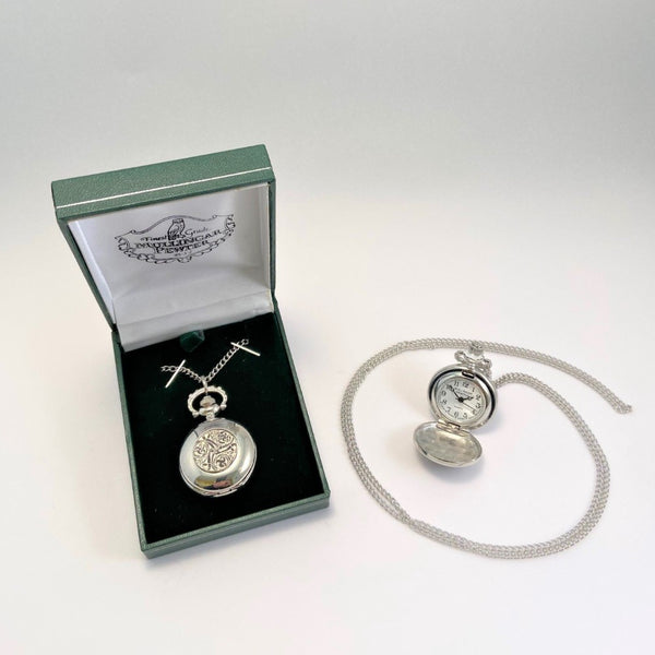 LADIES PENDENT WATCH WITH PEWTER CELTIC DESIGN ON THE FACE WHEN CLOSED THE WATCH MAKES AGREAT LADIES GIFT AND CAN BE ENGRAVED ON THE BACK PANAL. THE CHAIN IS 22 INCH AND THE WATCH IS PACKED IN A GREEN PENDENT BOX, IDEAL AS A GIFT FOR ANY OCCASION. PEWTER ÉTAIN ZINN HARTZINN PELTRO METAL