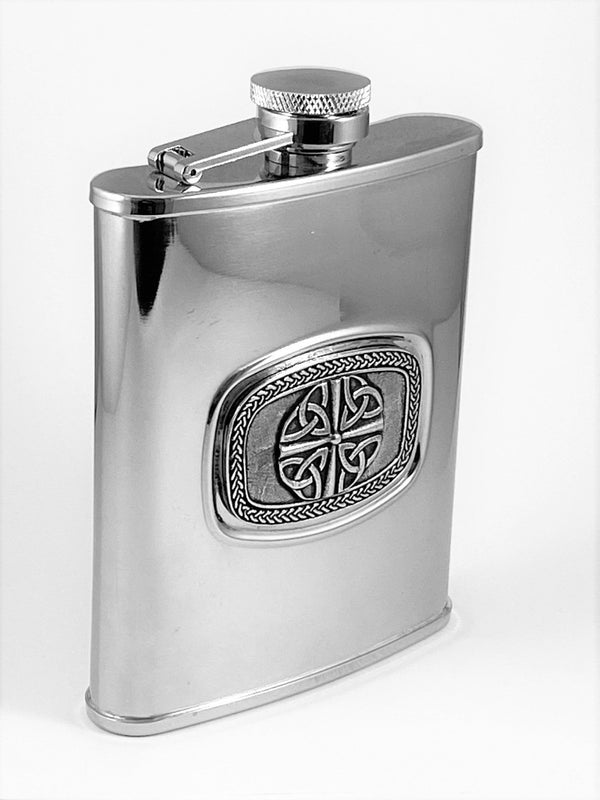 6OZ FLASK TRINITY 4 DESIGN WITH CELTIC LACE SURROUND. MADE OF PEWTER ON STAINLESS STEEL SILVER FINISH FLASK. ÉTAIN HARTZINN ZINN  PELTRO