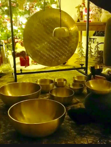 tibetan singing bowls at tibetan tones