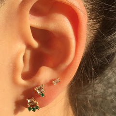 EMERALD BAGUETTE BAR STUD (SINGLE)