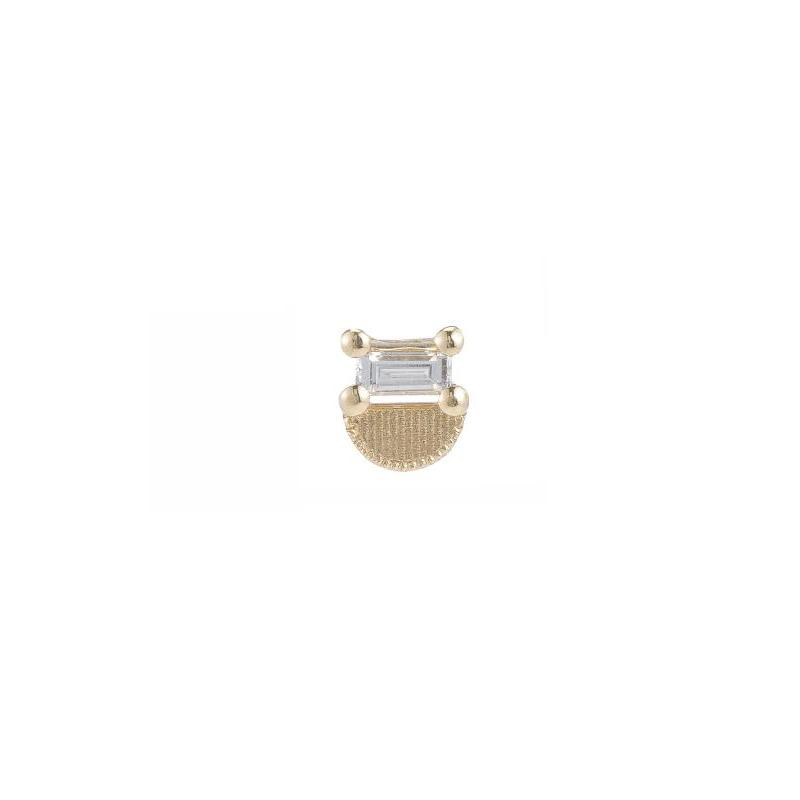 JKD stud with one 3 x 1.5mm baguette diamond atop gold half circle