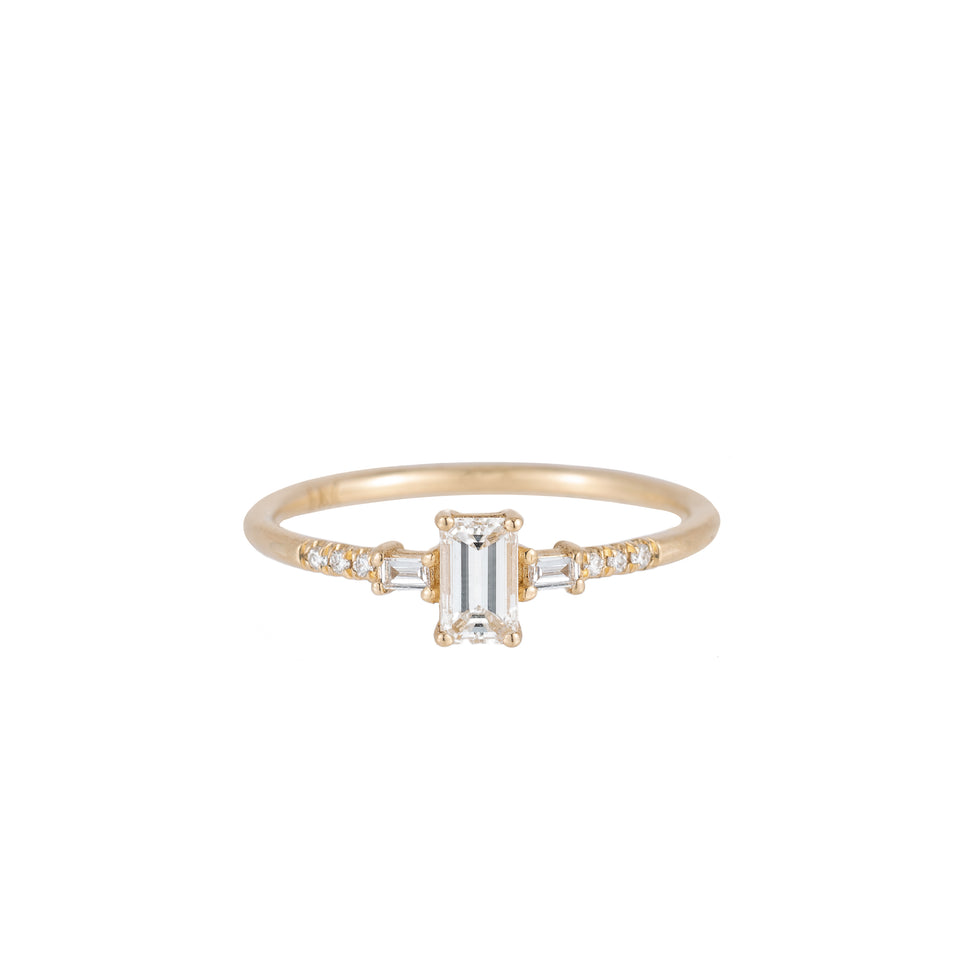 EMERALD CUT DIAMOND MELODY RING