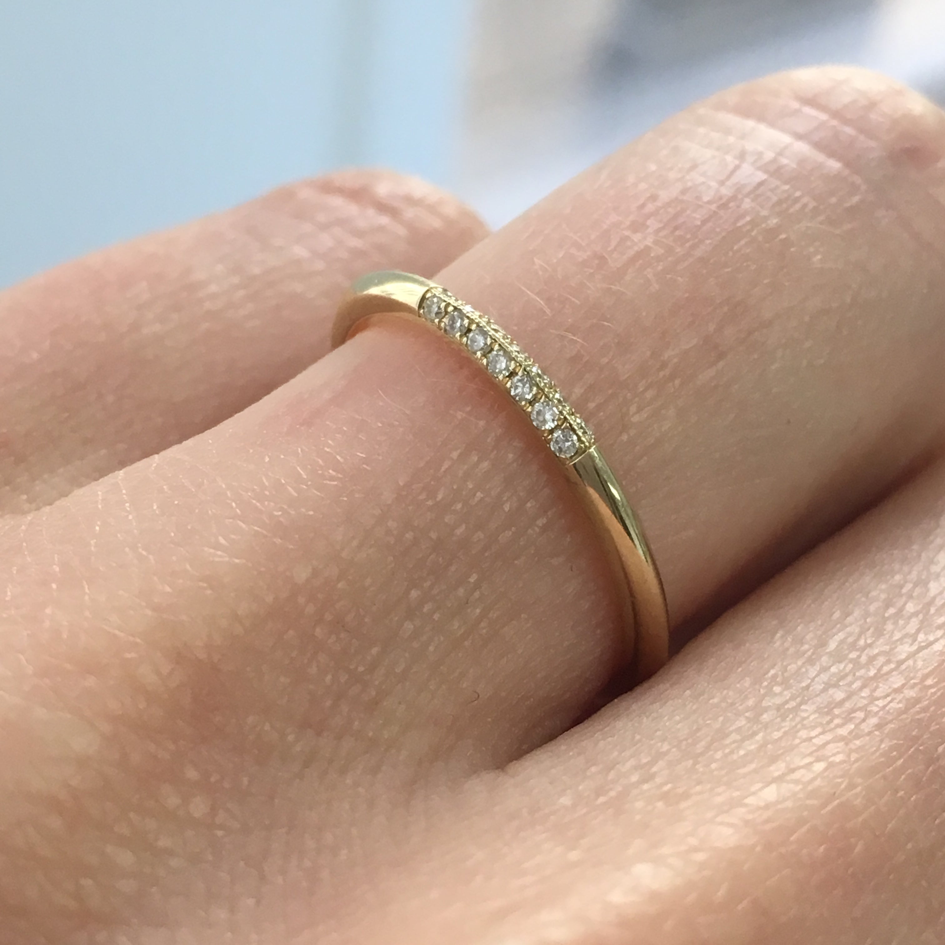 KNIFE EDGE SEMI PAVE RING