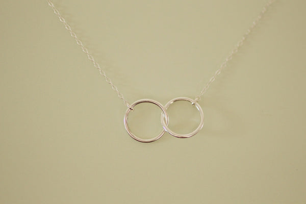 The Rebecca Small Connected Circles Necklace (Sterling Silver)
