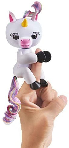 Fingerlings Baby Unicorn - Gigi (White with Rainbow Mane and Tail)