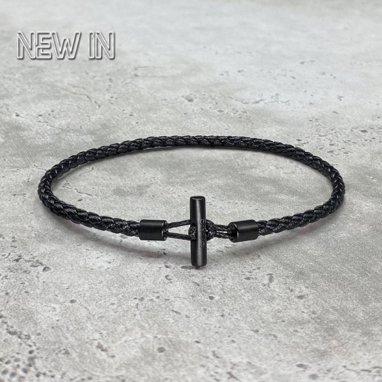 Men's Bar Bracelet in Leather - Our Men's Minimal Bar Bracelet has been Crafted Using the Finest Woven Leather to Create the Highest Quality Bar Bracelet. An Essential Piece for Every Wardrobe.