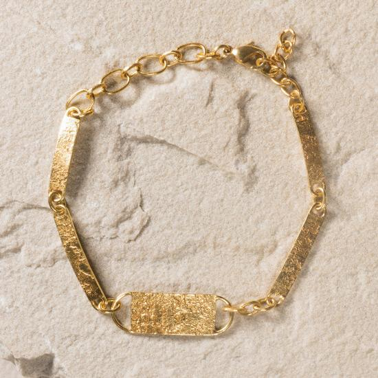 Gold Women's Bracelet - Finely handcrafted vintage chain, fashioned in different shapes and textures to capture a unique signature statement piece to any outfit.