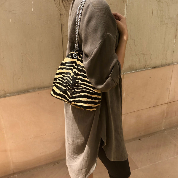 ZEBRA CHAIN BUCKET BAG