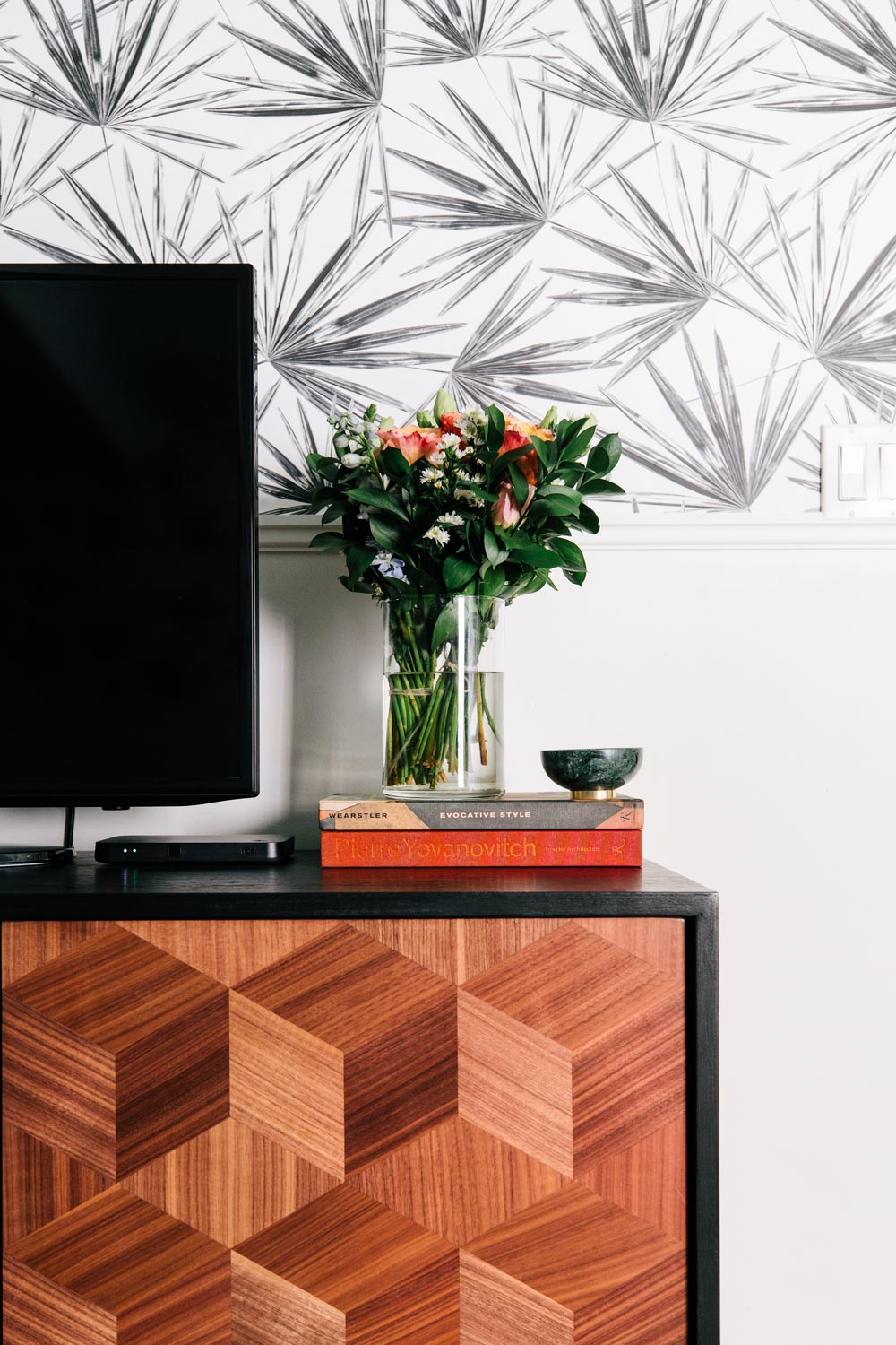 Tropical wallpaper design inspiration for your own home makeover