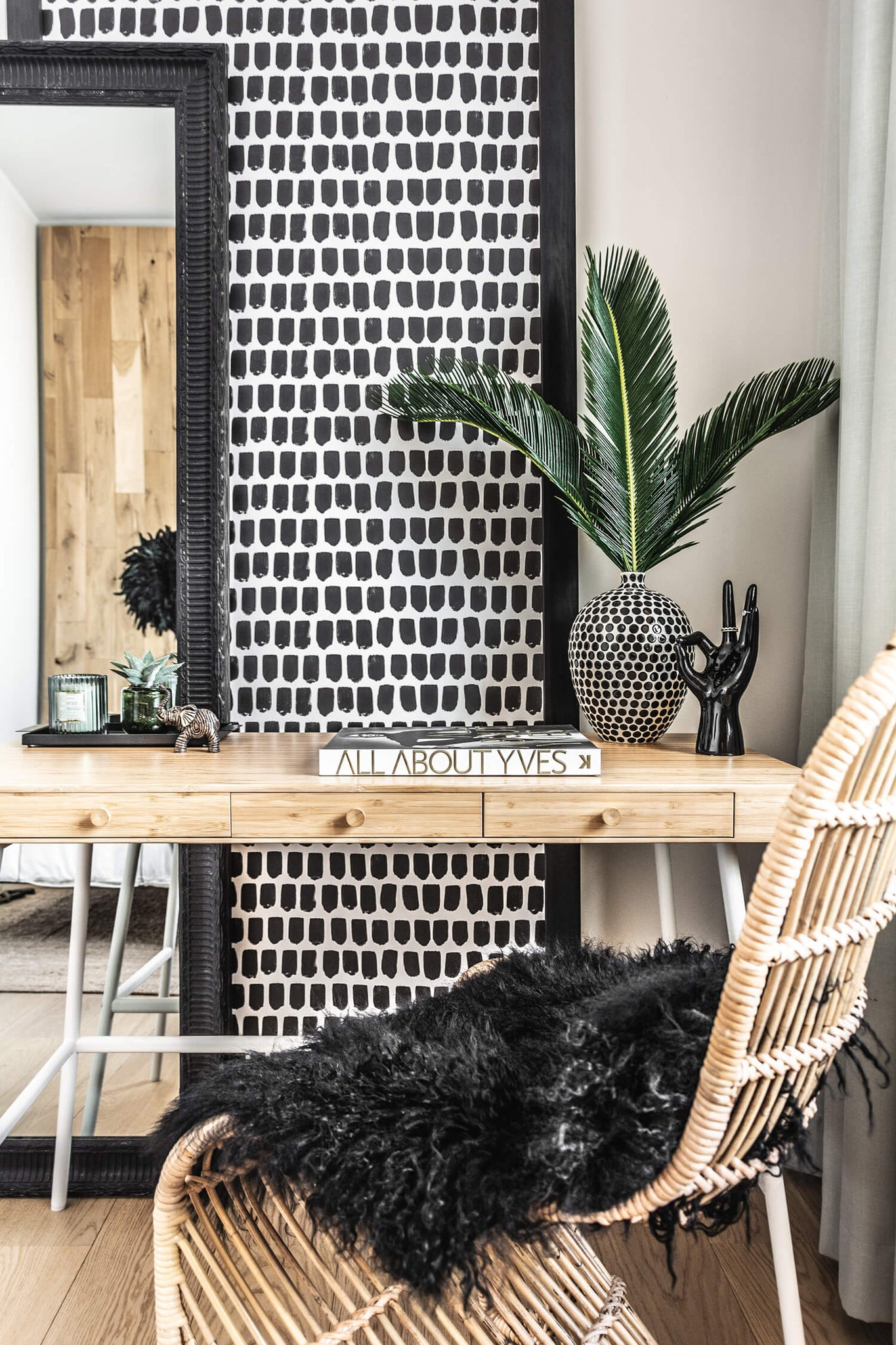 One Room Challenge 2019, guest participant. Modern bohemian bedroom interior with african decor elements and black removable wallpaper.