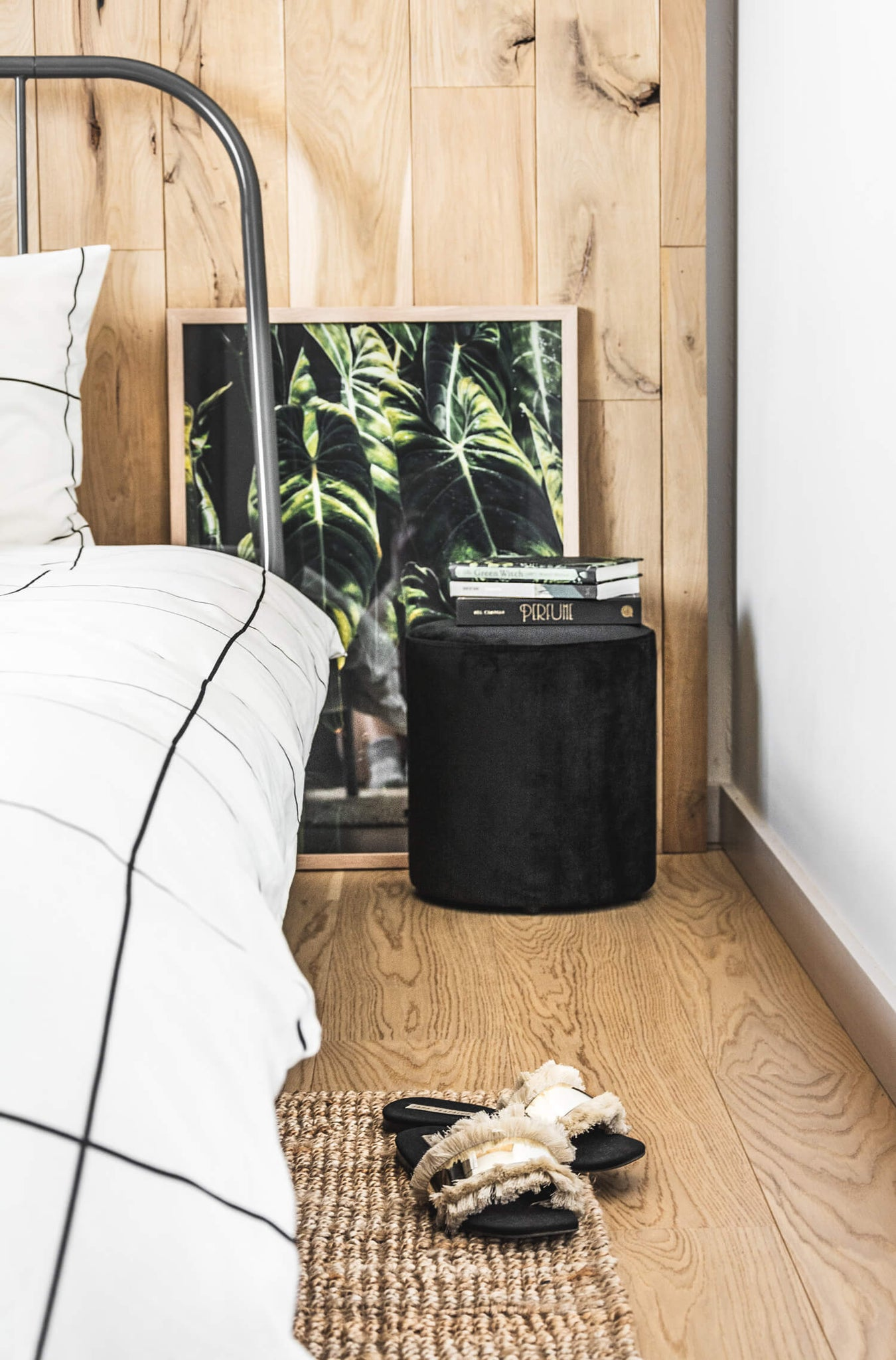 Minimal bohemian bedroom design. Black, white and neutrals color palette bedroom with black nightstand and green decor. One room challenge 2019.