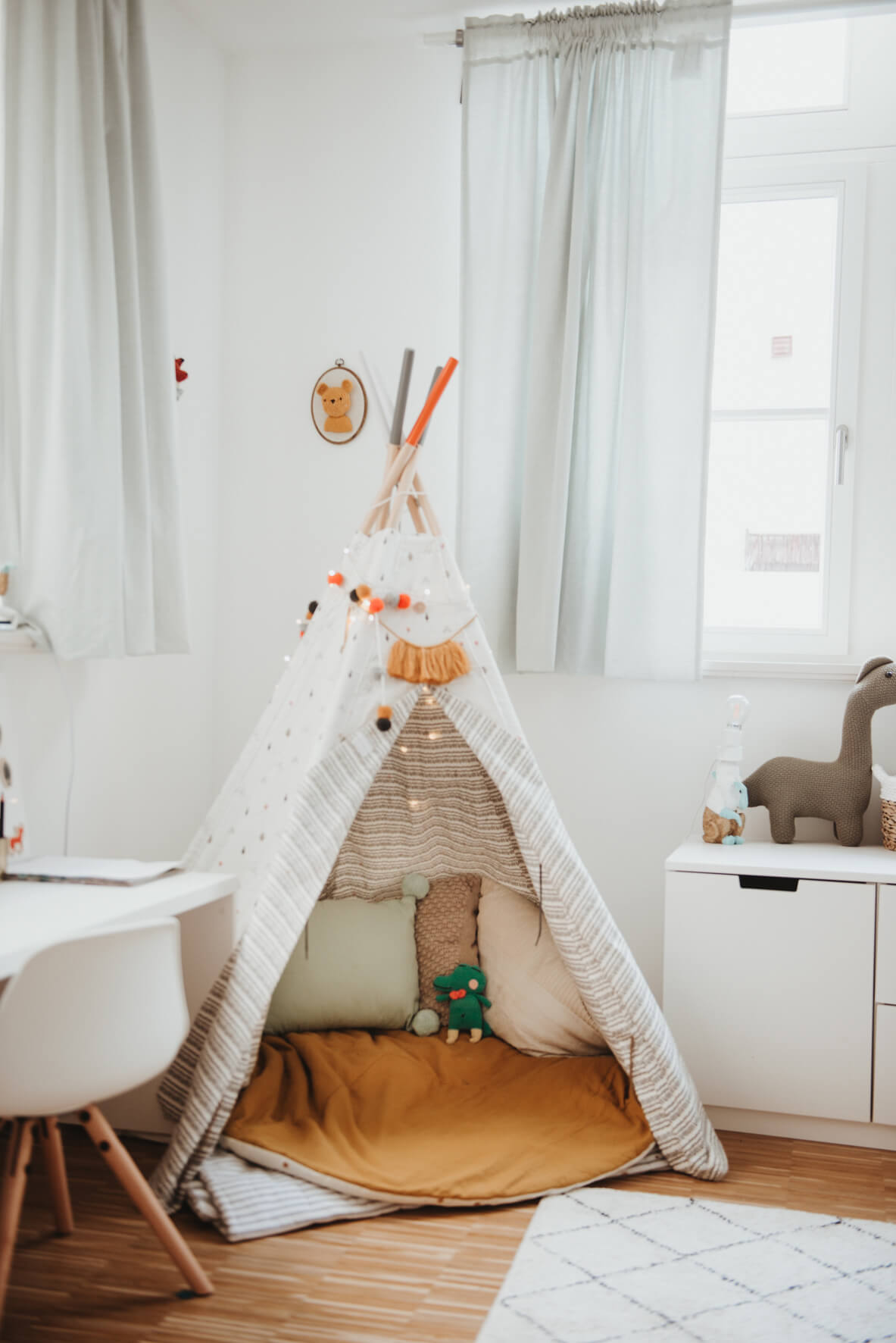 Scnadinavian kid's playroom ideas with white teepee and safari themed interior