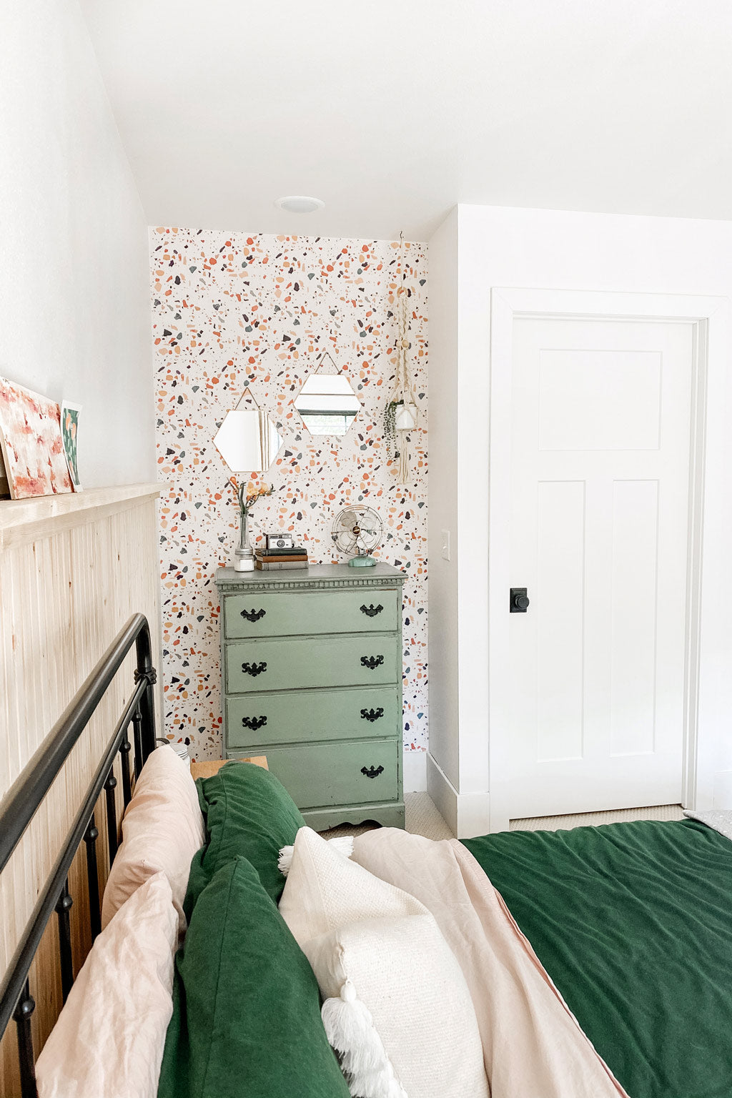 Wallpaper designs for girls room interior projectc