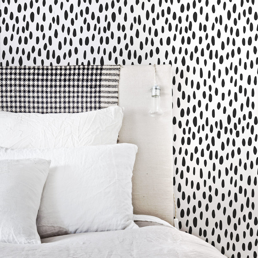 Accent wallpaper black spot print