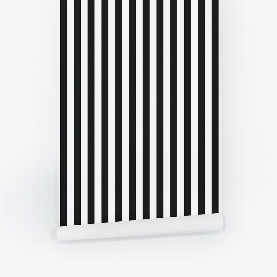 Classic black and white stripe design wallpaper