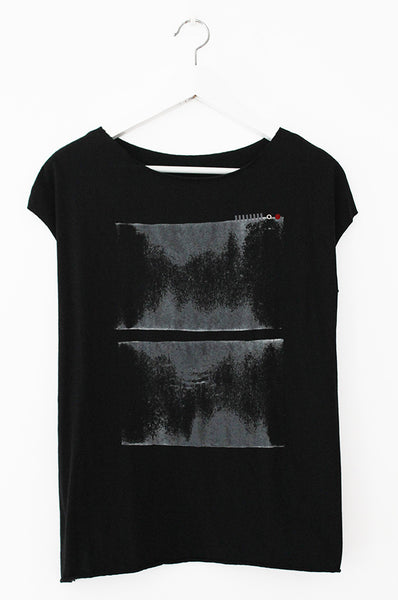 Black shirt with an abstract Print