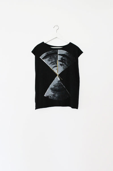 Black tshirt with an abstract print