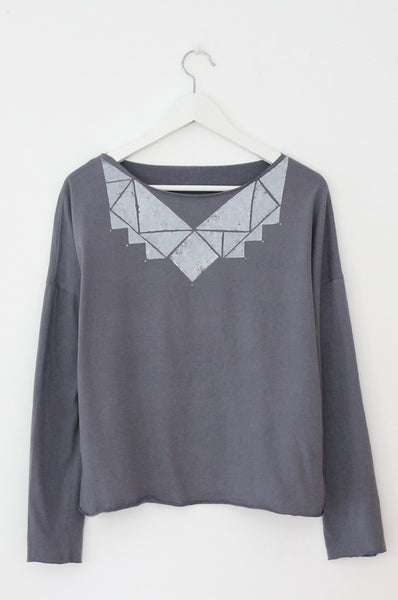 Used Grey & White Triangles Tshirt