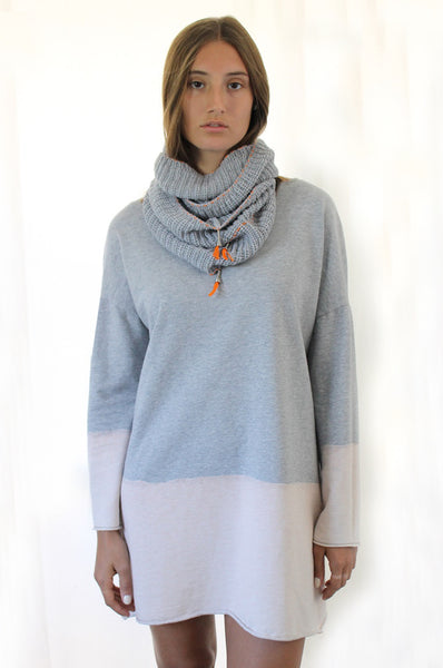 Grey loop scarf with Orange details