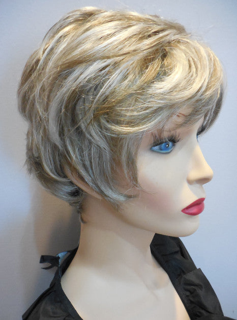 Clearance Display Model Wig | Estetica Molly 17/101
