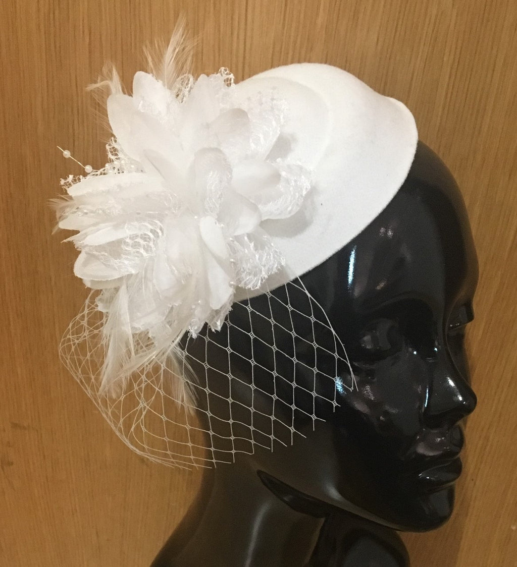 Caprilite White Fascinator Hat Pill Box Flower Veil Hatinator UK Wedding Ascot Races Clip Felt