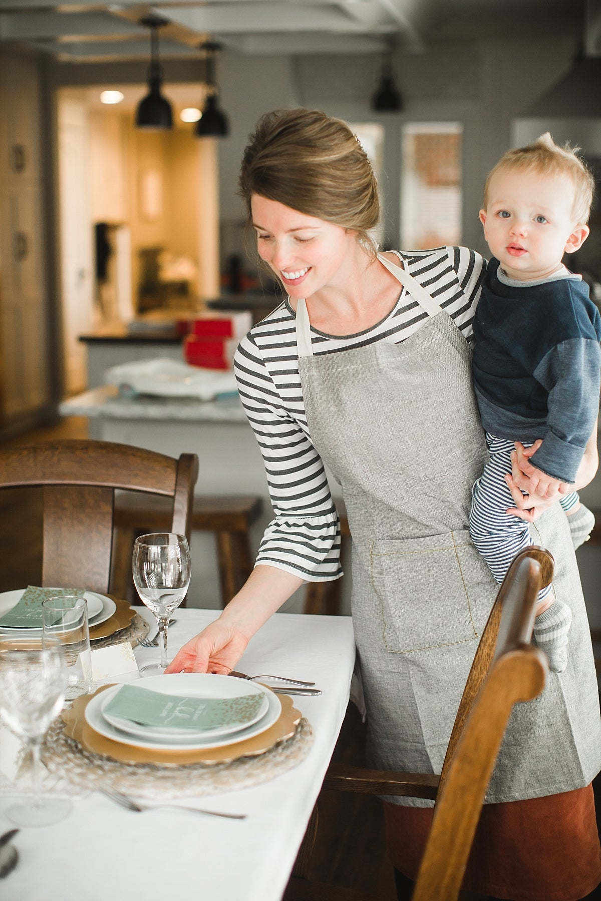 tablescape, stay at home mom, mom life, Christmas entertaining