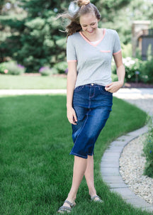 Modest grey v-neck t-shirt with coral hems.