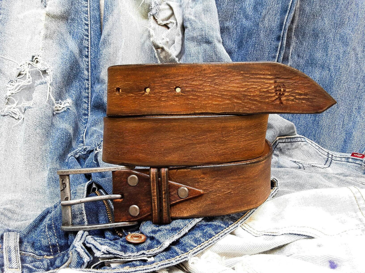 Artisan Leather, Buckle Belt, Men's Design, Fashion Leather, Brown Belt, Men's Belt, Vintage Style Accessories, Men's Apparel, Western Style
