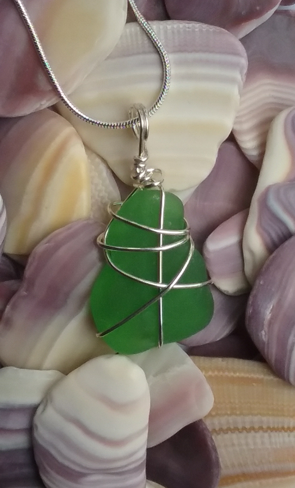 Kelly Green Beachglass Necklace