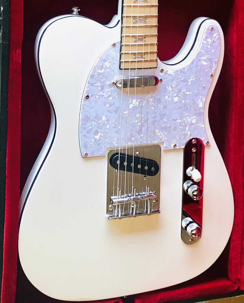 Daily Deal! Kustom Series 16: Southern Belle - Full Moon + A Free Hardshell Case Today!