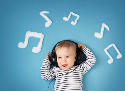 baby listening to music teething jewelry