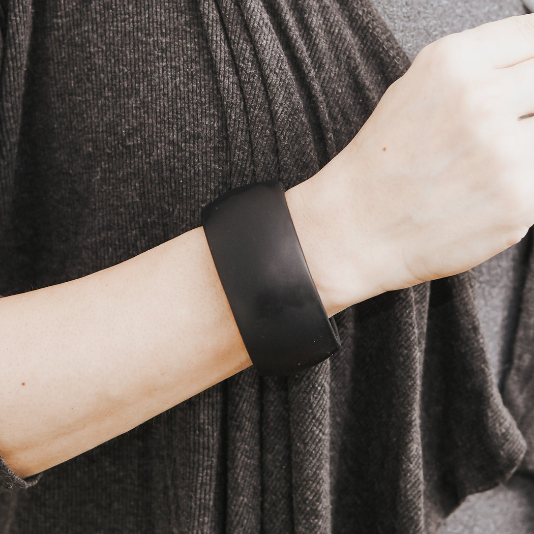Capri Silicone Cuff Teething Bracelet in Midnight | anjie + ash