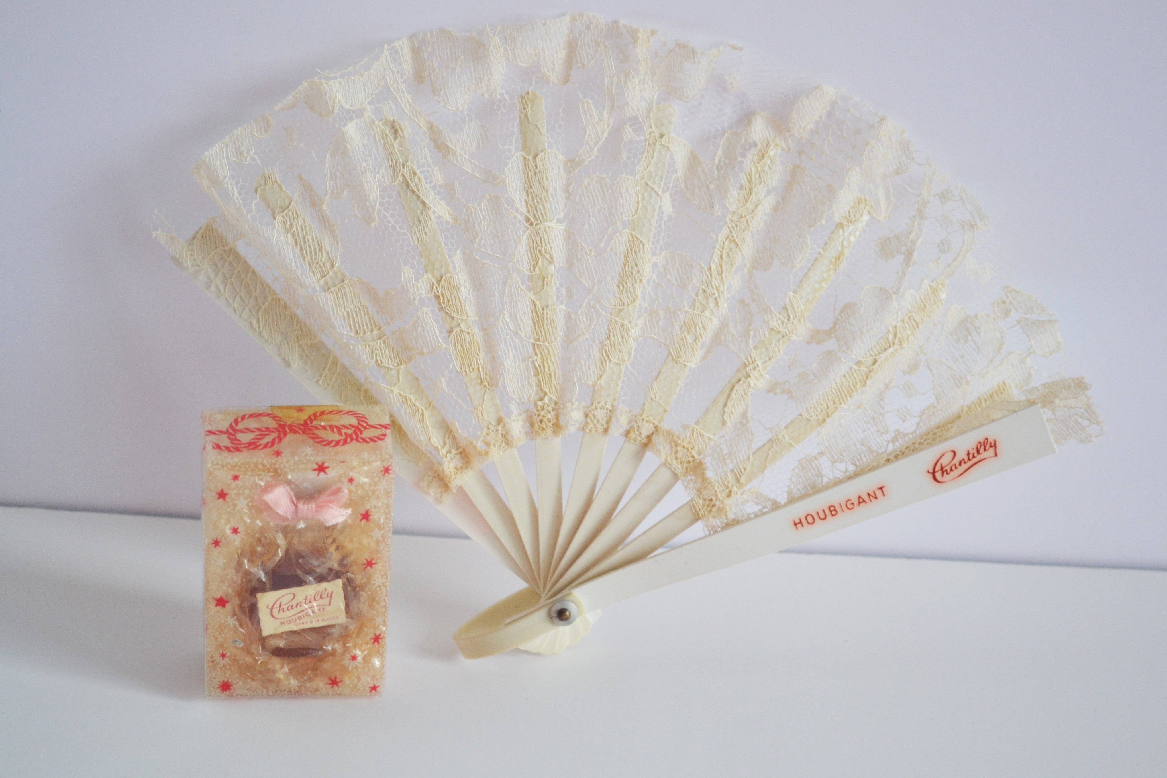 Vintage Chantilly Perfume & Lace Fan Presentation By Houbigant