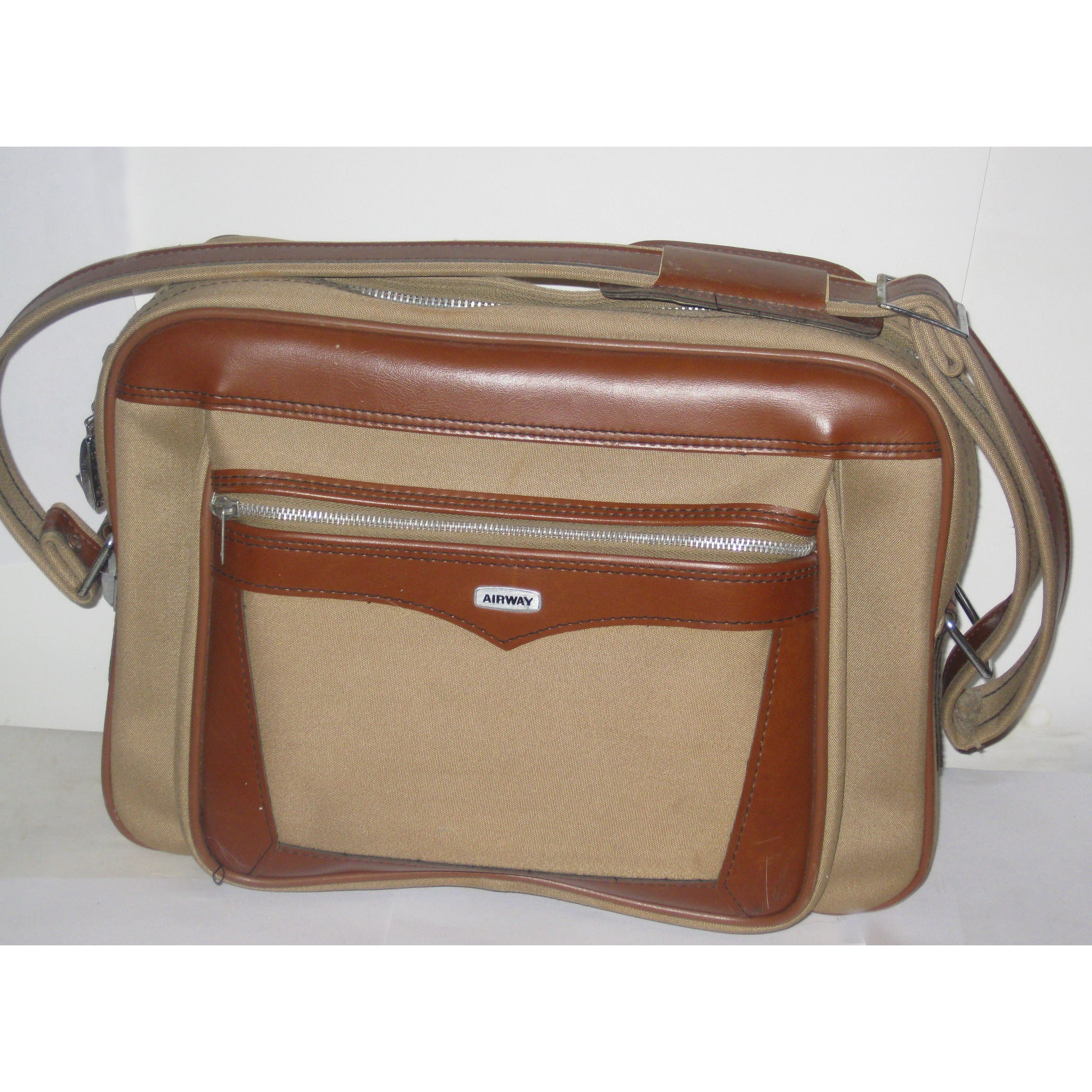 Vintage Brown Vinyl Travelbag By Airway