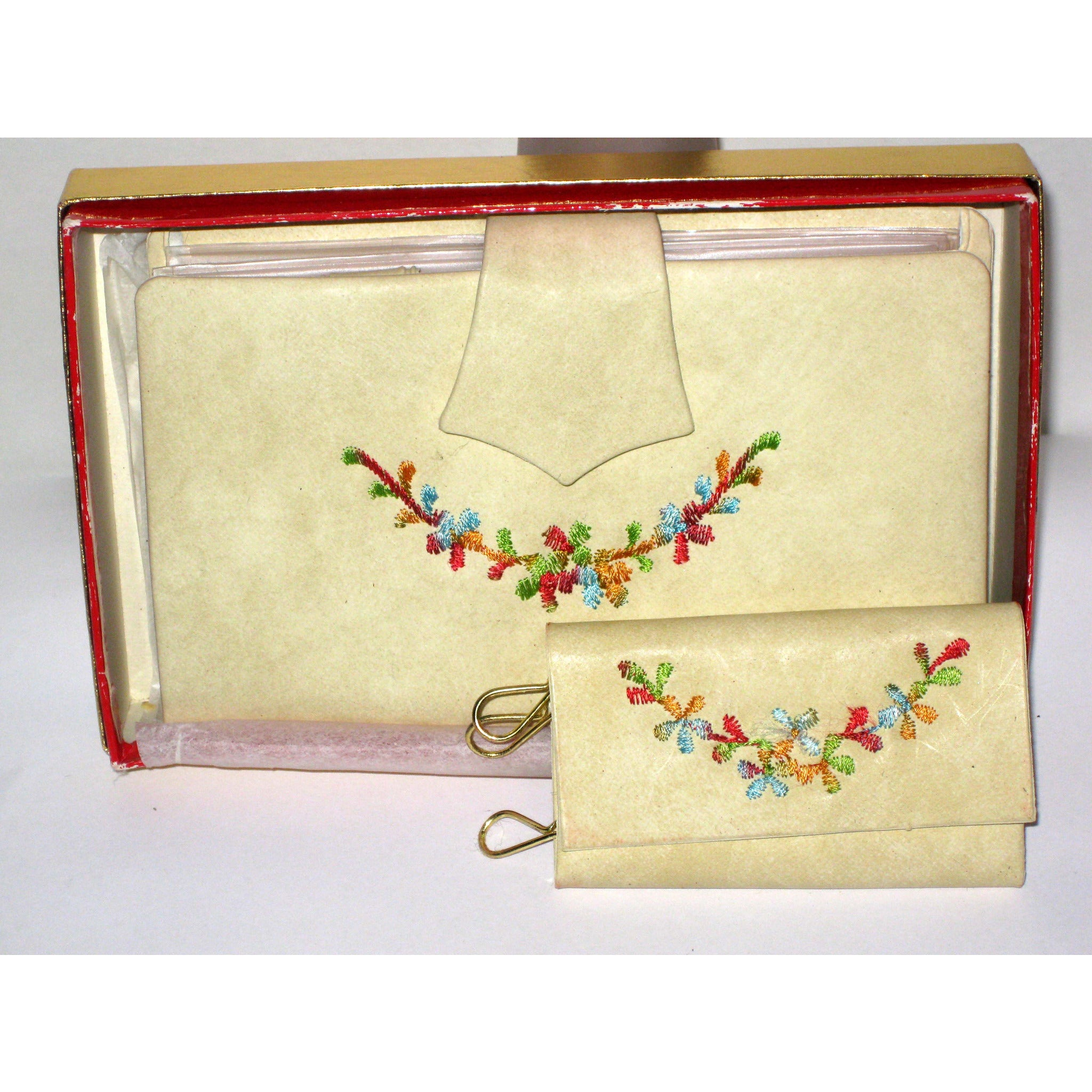 Vintage Cream Vinyl Embroidered Wallet Set