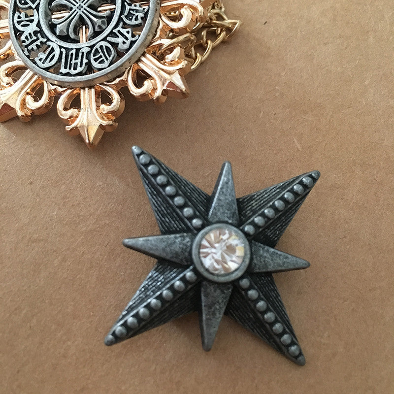 Vintage Style Grey Star Pin Urban Style Accessory For Creative Design Art Lovers