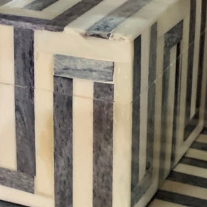Box Bone Geometric Black & Cream