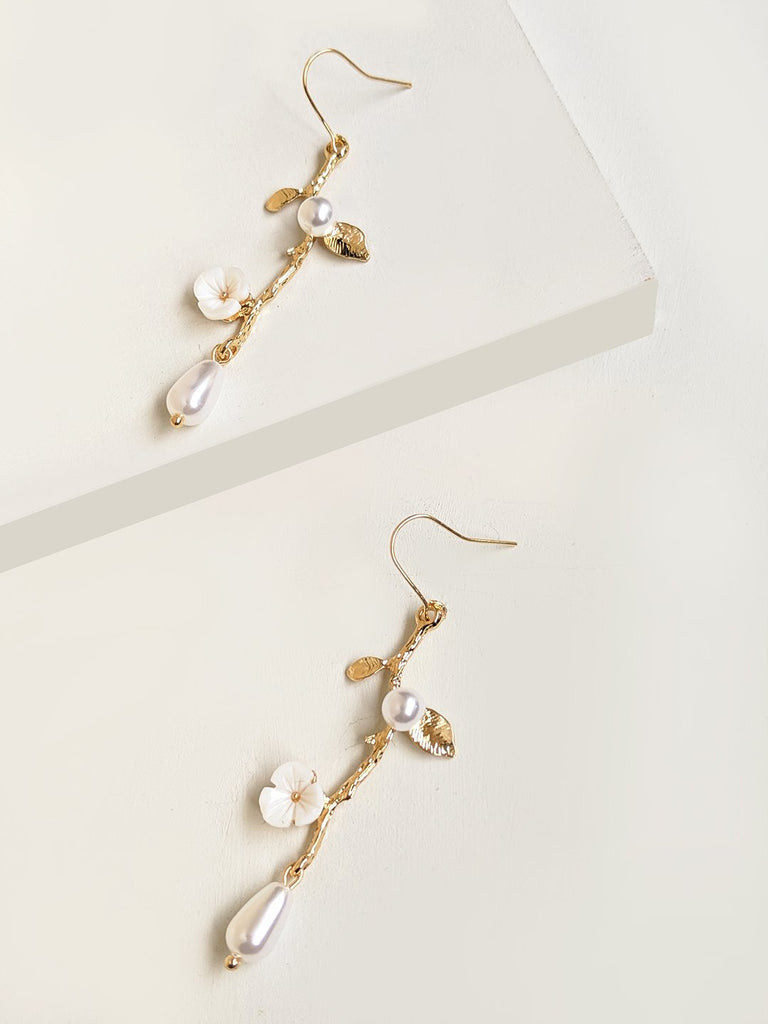 Giulia Dangler Earrings
