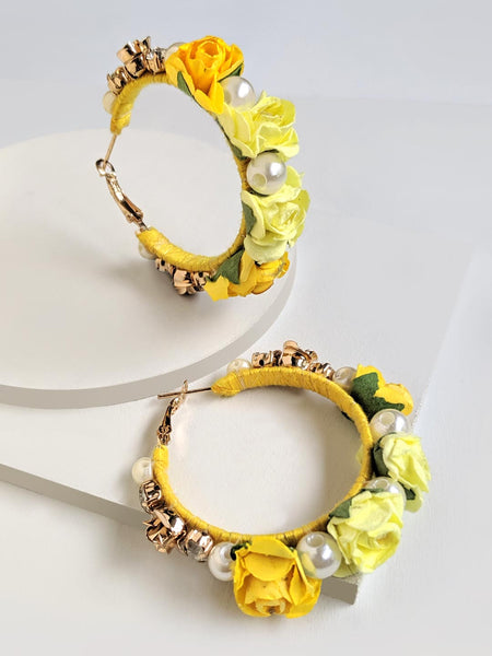 Floret hoop earrings (yellow)