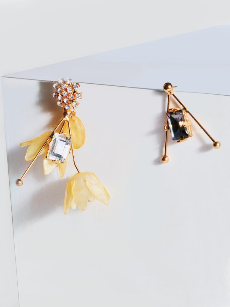 Asymmetric Flower Dangling Earrings