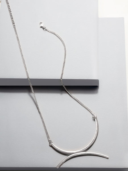 Belle semi curved necklace