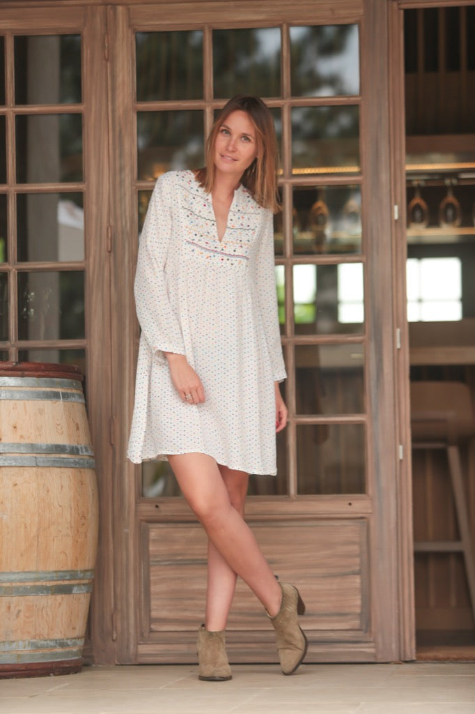 robe fluide mini pois et broderies